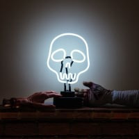 White Skull Tatoo Desktop Neon Skilt